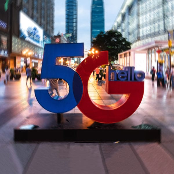 statue of 5g with radial blur